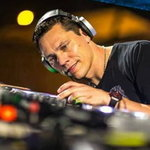 MIX: Tiesto – Club Life Podcast 455 feat. Moguai 19-12-2015